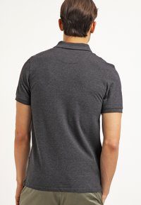 Lyle & Scott - Piké - charcoal marl - 2