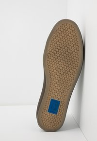 CLOSED - Trainers - sage - 4