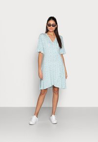 Esqualo - DRESS SHORT RUFFLE - Jerseykjoler - soft green - 1