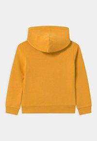 Calvin Klein Jeans - LOGO TAPE HOODIE UNISEX - Huppari - yellow - 1