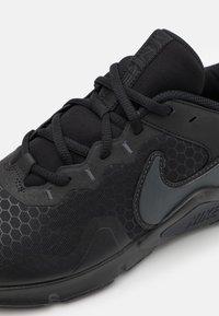 Nike Performance - LEGEND ESSENTIAL 2 - Zapatillas de entrenamiento - black/anthracite - 5