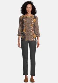 Betty Barclay - T-shirt à manches longues - black/yellow - 1