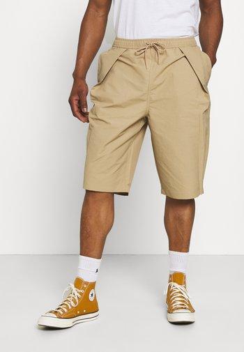 SHAPES TRIANGLE LONG SHORT UNISEX - Shorts - khaki
