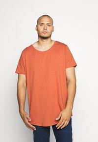 Lee - SHAPED TEE - Basic T-shirt - burnt ocra - 0