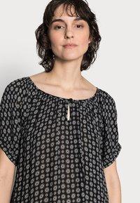 Kaffe - KALERA AMBER - Denní šaty - black/chalk - 3