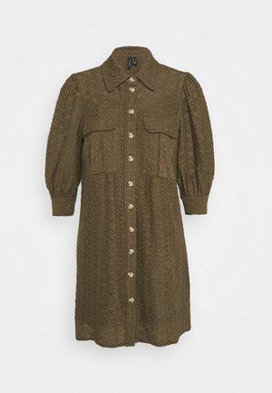 VMHENNY DRESS - Robe chemise - beech