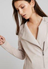 Forever New - NINA COLLARLESS BIKER - Faux leather jacket - mink - 3
