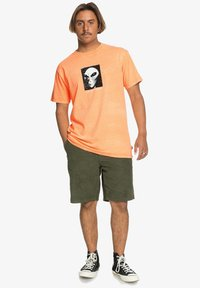 Quiksilver - Print T-shirt - orange pop - 1
