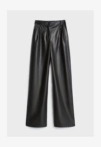 Bershka - MIT WEITEM BEIN - Pantalon classique - black - 4