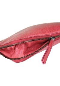 FREDsBRUDER - TINY - Across body bag - pink - 5
