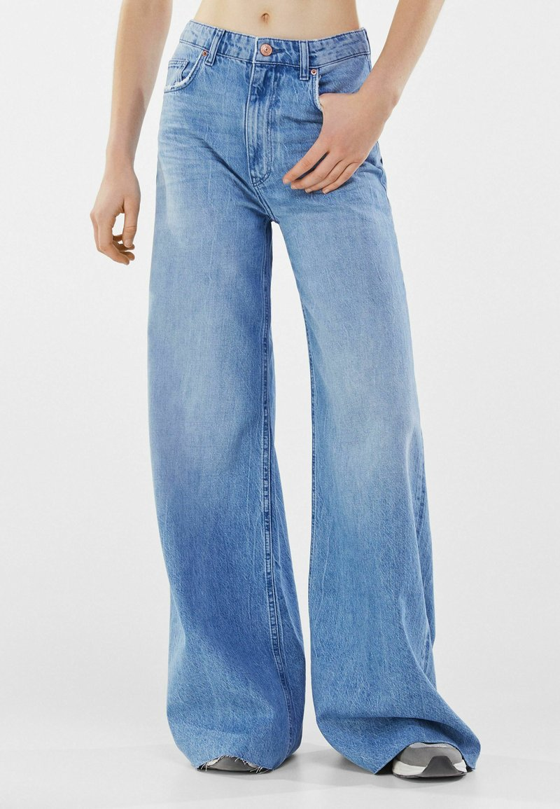 Bershka - Jeansy Relaxed Fit - blue denim