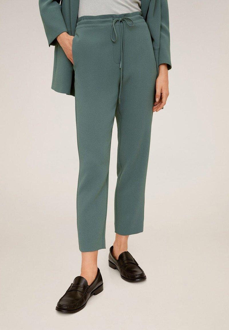 Mango - SEMIFLU - Trousers - grün