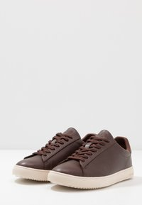 Clae - BRADLEY VEGAN - Sneakers basse - brown - 2
