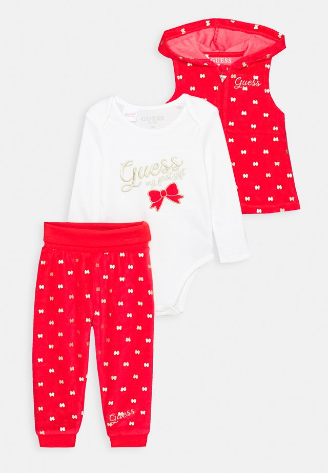 VEST AND BODY AND PANTS BABY SET - Weste - red