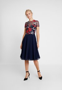 Chi Chi London - MERYN DRESS - Sukienka koktajlowa - navy - 0