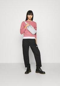 The North Face - ZUMU CREW - Sweatshirt - mesa rose - 1