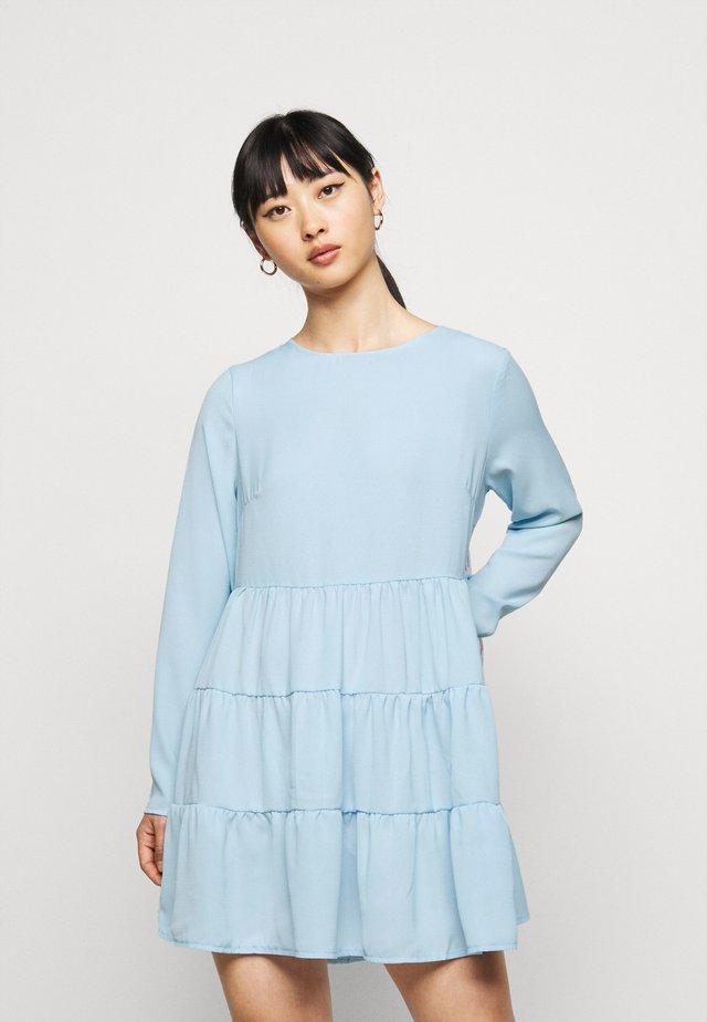 TIERED SMOCK DRESS  - Denní šaty - powder blue