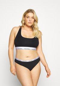 Calvin Klein Underwear - CAROUSEL PLUS SIZE THONG 3 PACK - Thong - black/white/grey heather - 1