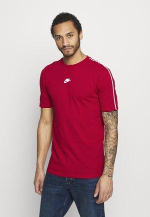 REPEAT - Camiseta estampada - gym red/white