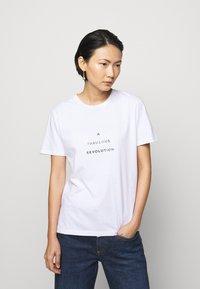 Progetto Quid - UNISEX MENTA - Print T-shirt - white - 1