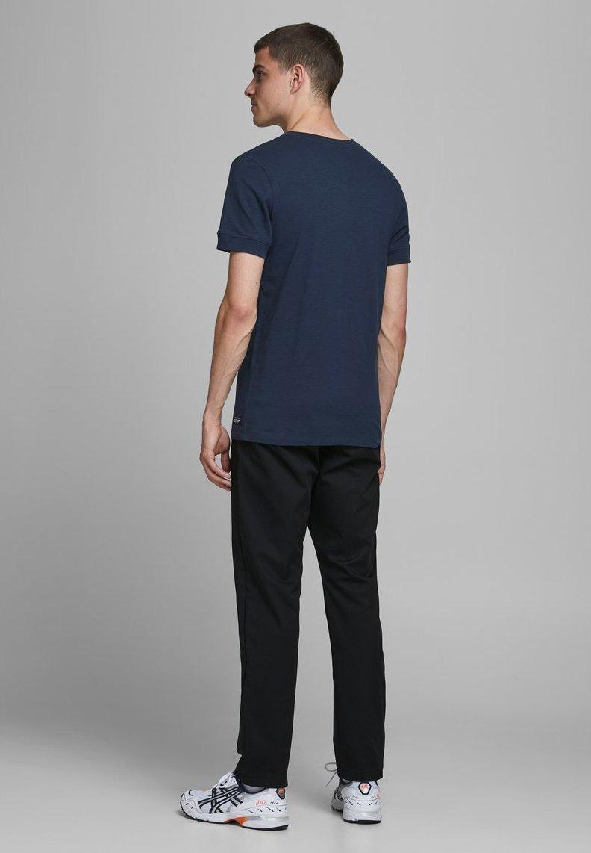 Jack & Jones GRANDDAD-STYLE - Basic T-shirt - navy blazer 6tCuI