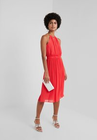 MICHAEL Michael Kors - CHAIN MIDI DRESS - Robe de soirée - sea coral - 1