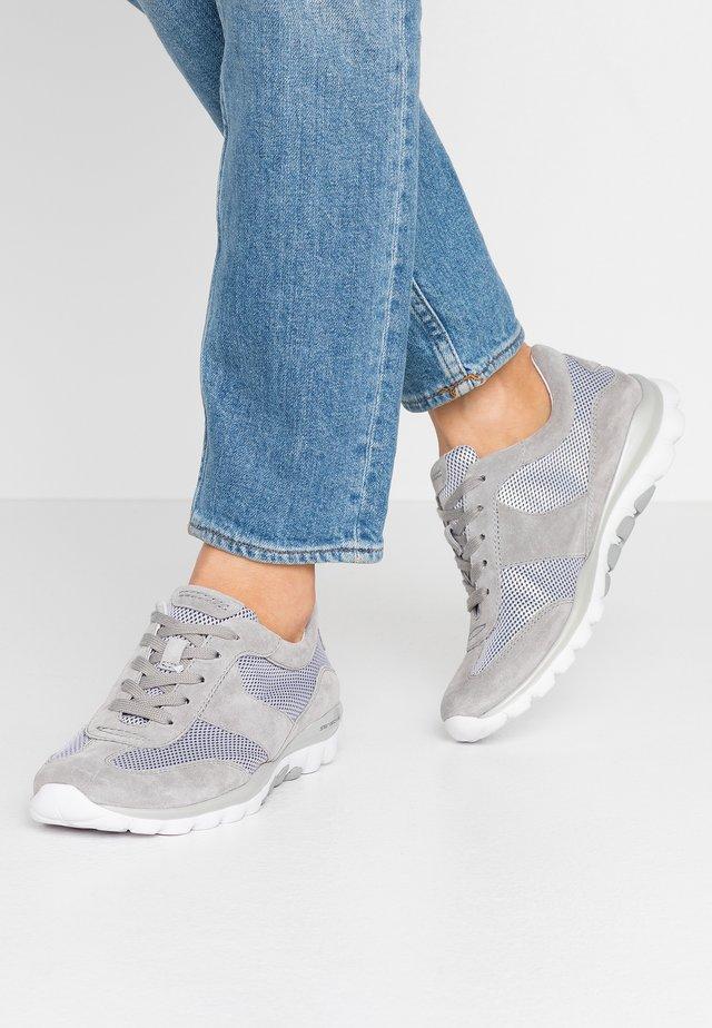 Sneakersy niskie - silber/grau