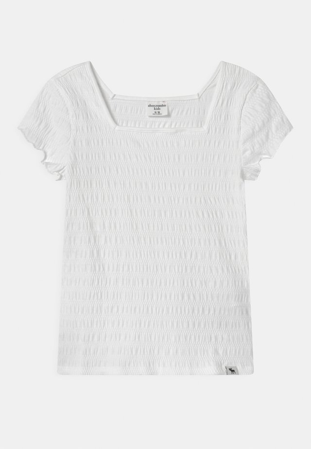 SMOCKED - T-shirt med print - white