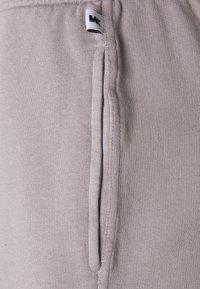 Martin Asbjørn - TRACKPANTS - Pantalon de survêtement - grey - 2