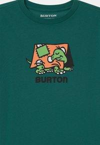 Burton - KIDS EMERALD SHORT SLEEVE UNISEX - Print T-shirt - antique green - 2