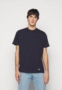 ARKK Copenhagen - BOX LOGO TEE - Basic T-shirt - maritime blue - 0