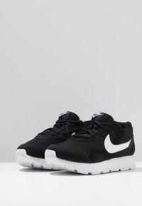 Nike Sportswear - DELFINE - Joggesko - black/white - 4