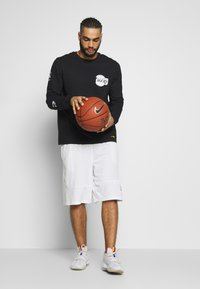 Nike Performance - NBA LOS ANGELES LAKERS LONG SLEEVE - Equipación de clubes - black - 1