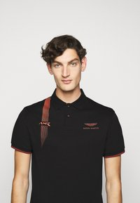 Hackett Aston Martin Racing - DYNAMIC LINES - Poloshirt - black - 3