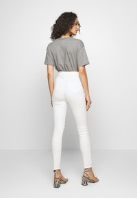 Missguided - SINNER EXTREME - Jeans Skinny Fit - white - 2