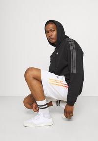 adidas Originals - UNISEX - Sweatshirt - black/chalk white - 3