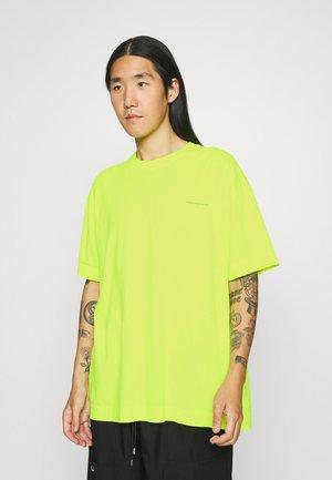 OVERSIZED ESSENTIAL UNISEX - Basic T-shirt - neon
