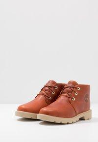 Timberland - CHUKKA WP - Volnočasové šněrovací boty - rust - 3