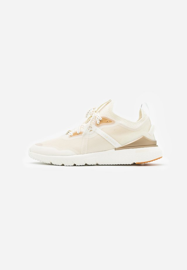 ZEROGRAND COMPLETE RUNNER - Trainers - nimbus cloud/argento/micro chip/optic white