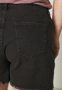 Cotton On Curve - MOM HIGH WAIST - Shorts di jeans - midnight black - 3