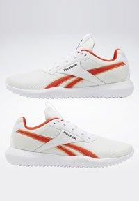 Reebok - FLEXAGON ENERGY 2.0 - Trainings-/Fitnessschuh - white/insred/black - 5