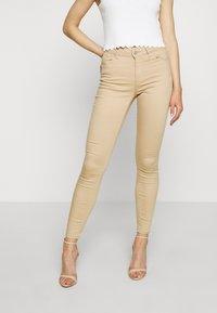 Vero Moda - VMHOT SEVEN PUSH UP PANTS - Jeans Skinny Fit - beige - 0