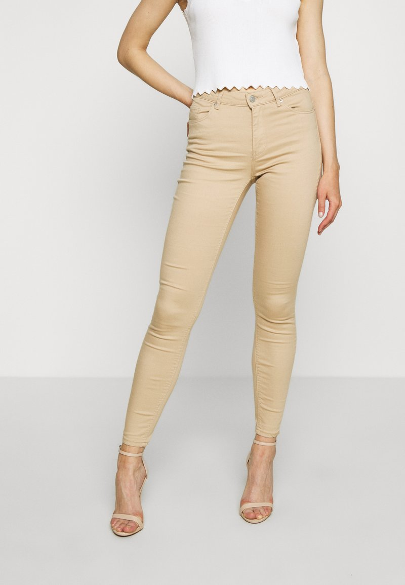 Vero Moda - VMHOT SEVEN PUSH UP PANTS - Jeans Skinny Fit - beige