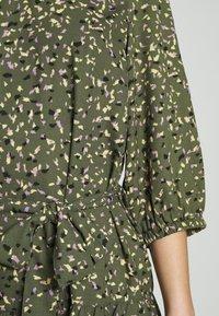 ONLY - ONLTHORA BELT DRESS - Day dress - clover/blurry - 6
