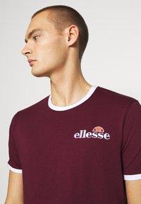 Ellesse - MEDUNO RINGER - Print T-shirt - burgundy - 4