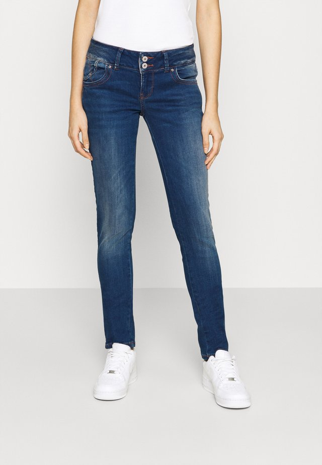 MOLLY - Slim fit jeans - heal wash