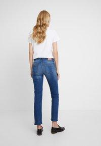 Marc O'Polo - TROUSER MID WAIST - Jeans straight leg - blue wash - 2