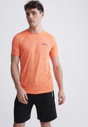 SUPERDRY TRAINING T-SHIRT - T-Shirt print - orange