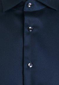 Seidensticker - SLIM LIGHT SPREAD KENT PATCH - Formal shirt - dunkelblau - 2
