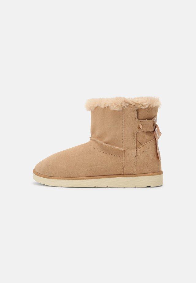 Kotníkové boty - brown light